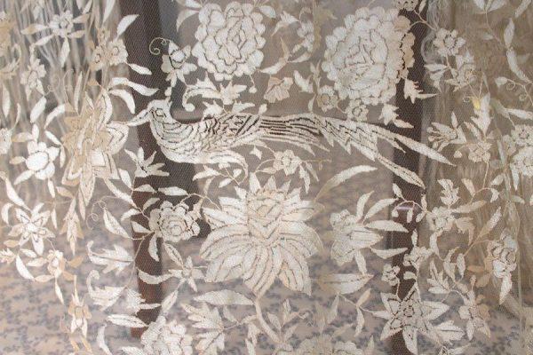 Mantón de encaje granadino