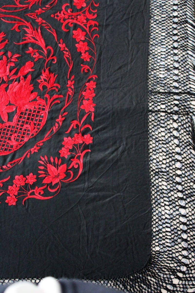 Mantón de manila negro y rojo